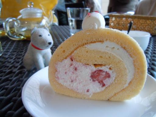 苺ロールケーキ