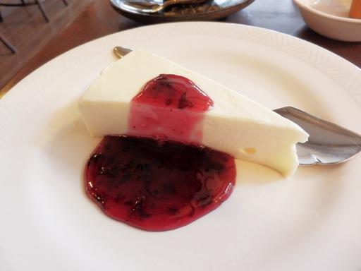 サワークリームとクリームチーズのレアタイプ 自家製チーズケーキ