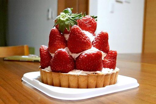 いちごの苺の塊!紅ほっぺのタルト 果実園@丸の内