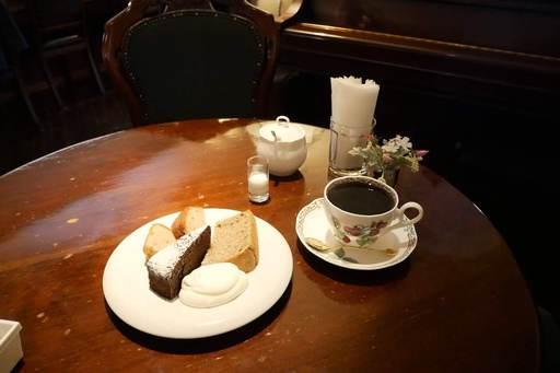 ケーキ盛り合わせとコーヒー