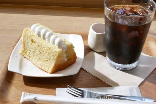 シフォンケーキ ダブルベリーソース